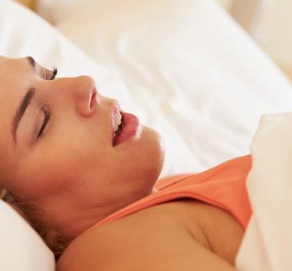 La apnea del sueño podría aumentar los riesgos cardiacos en las personas con marcapasos