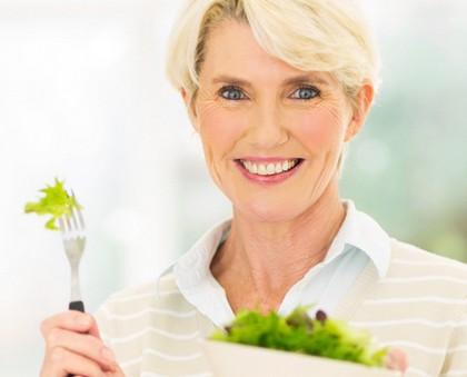 Un estudio dice que se puede retrasar la menopausia con ciertos alimentos, ¿es cierto?